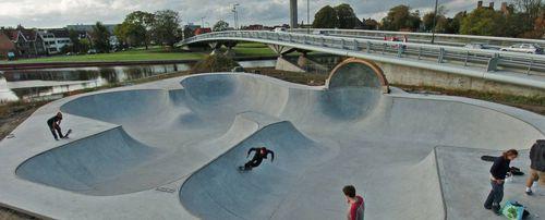Skatepark-bowl-63496-4757615-1024x414